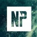 Logomarca do nerd project. Quadrado branco com as letras NP transparentes